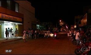 Assaltantes fazem reféns e explodem agência bancária em Gurupi (TO)