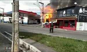 Explosões em posto de combustíveis deixam três pessoas feridas em SP