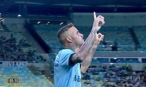 Grêmio vence e encosta no líder do Brasileirão