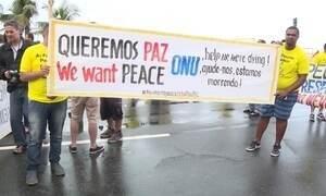 Moradores de várias favelas do Rio fazem protesto contra violência