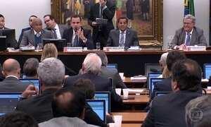 Governo intervém e troca deputados favoráveis a investigação de Temer