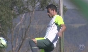 Ruschel participa de jogo-treino oito meses após a tragédia da Chapecoense
