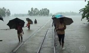 Enchentes matam centenas de pessoas na Ásia e na África