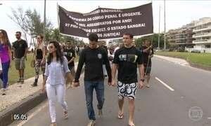 Homenagens e protestos marcam primeiro dia sem tiroteios no Jacarezinho