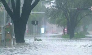 Furacão Irma tem categoria reduzida para 2 na passagem pela Flórida