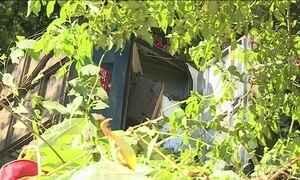 Ônibus cai em ribanceira em rodovia de SP e deixa 3 mortos e 30 feridos