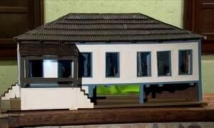 Artesão reproduz casarões antigos em miniatura
