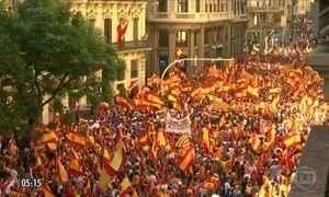 Protesto contra a separação da Catalunha reúne 350 mil manifestantes na Espanha