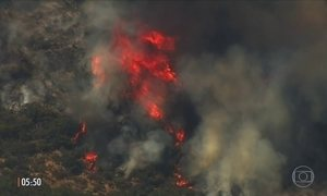 Fogo deixa ao menos dez mortos e cem internados na Califórnia, nos EUA