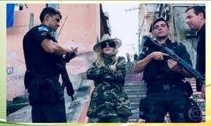 Cantora Madonna visita favela no RJ em meio à crise de segurança pública