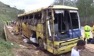 Acidente com ônibus de turismo deixa sete mortos em Minas Gerais