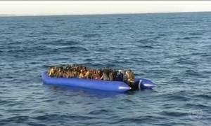 Cento e quarenta imigrantes são resgatados pela guarda costeira da Líbia