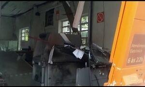 Bandidos explodem duas agências bancárias no Paraná
