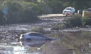 Bombeiros procuram desaparecidos depois da enxurrada de lama na Califórnia