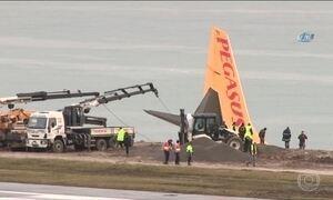 Pilotos do avião que quase caiu no Mar Negro prestam depoimento