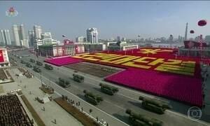 Coreia do Norte faz desfile militar para celebrar os 70 anos de fundação do seu exército