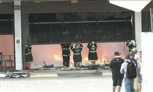 Incêndio destrói Centro de Triagem dos Correios, em Fortaleza
