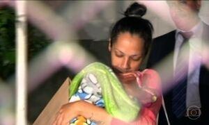 Mulher que ficou presa com bebê recém-nascido vai para prisão domiciliar