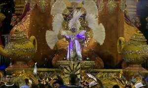 Desfile das campeãs do Carnaval de SP volta a emocionar foliões