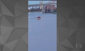 Helicóptero cai em rio em Nova York