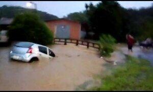 Fortes chuvas em Santa Catarina deixam dois mortos