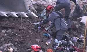Bombeiros encontram restos mortais nos escombros do prédio que caiu em SP