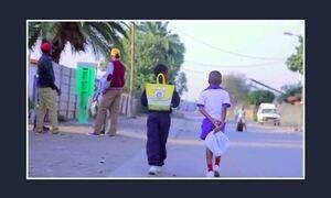Startup produz mochila de plástico e ajuda crianças da África do Sul a estudar