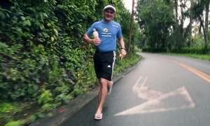 Cearense corre maratonas de chinelo