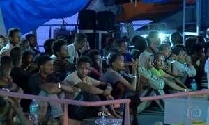 Itália autoriza desembarque de 450 imigrantes