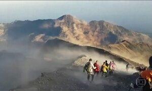 Mais de 500 pessoas presas na encosta de um vulcão na Indonésia estão salvas