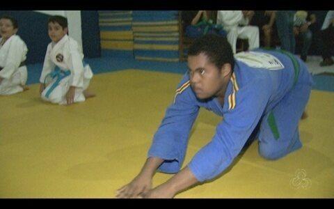 Garoto com síndrome de down faz bonito nos tatames lutando judô (Reprodução Rede Amazônica RR)