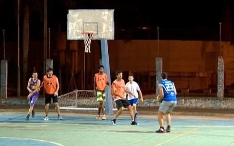 Em Martinópolis, grupo se reúne para jogar basquete