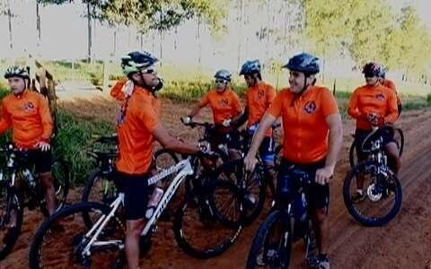 Ciclistas se reúnem para pedalar em Pirapozinho