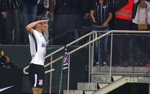 Corinthians vence o Bahia em casa e se mantém invicto e na liderança do Brasileiro