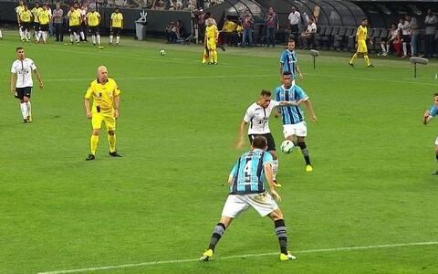 Corinthians empata em 0 a 0 com Grêmio e mantém boa distância
