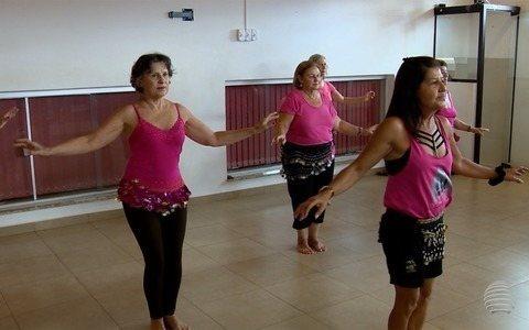 Dança do ventre é a atividade escolhida por grupo para se exercitar