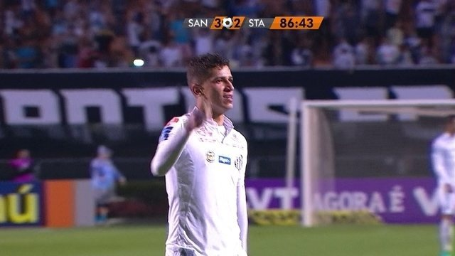 BLOG: Assista aos dois minutos mais malucos do jogo Santos x Santa narrados em inglês