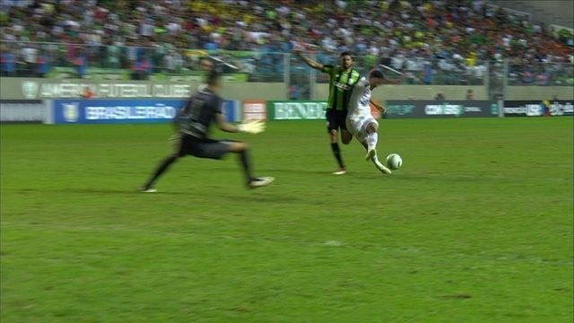 Bruno Silva puxa contra-ataque e sozinho com o goleiro, chuta em cima de Jori aos 26 do 2º