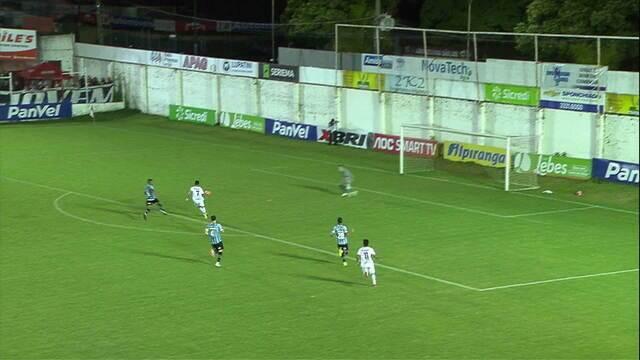 Alagoano perde a bola para Michel, reclama de pênalti e Vuaden manda seguir aos 30' do 2T