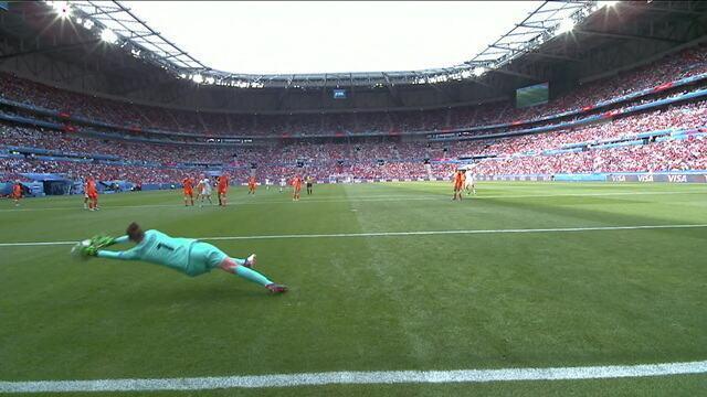 Van Veenendaal de novo! Morgan chuta no canto e goleira faz ótima defesa, aos 39 do 1º tempo