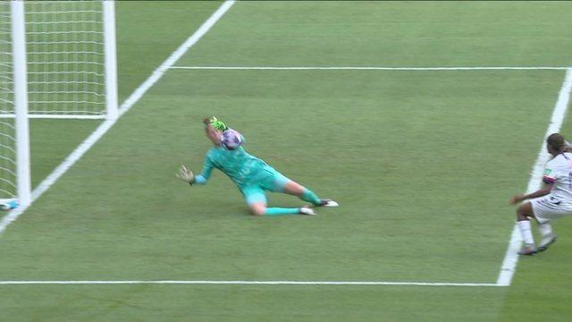 Van Veenendaal salva a Holanda de novo! Dunn recebe na área e chuta, mas goleira pega, aos 30 do 2º