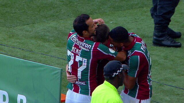 Gol do Fluminense! Yony deixa de calcanhar para Caio Henrique, invade a área e finaliza, aos 4 do 2º