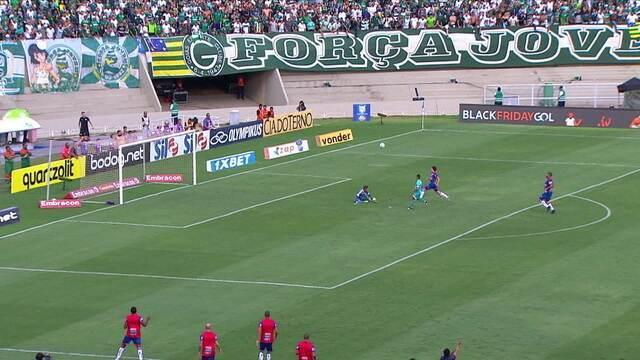 Michael perde para o Goiás e Tadeu salva em finalização de Kieza aos 16 do 2º tempo