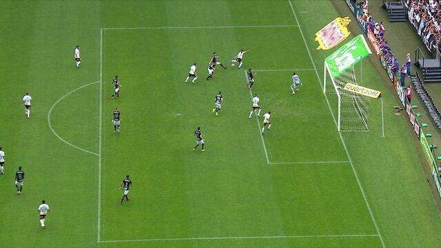 Gol do Corinthians! Fagner cruza com a perna esquerda. Everaldo, dentro da área, bater cruzado e abrir o placar. 01' do 1ºT.
