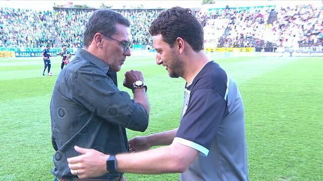 Elano e Luxemburgo se abraçam antes da partida, e treinador do Palmeiras comenta sobre Coronavírus