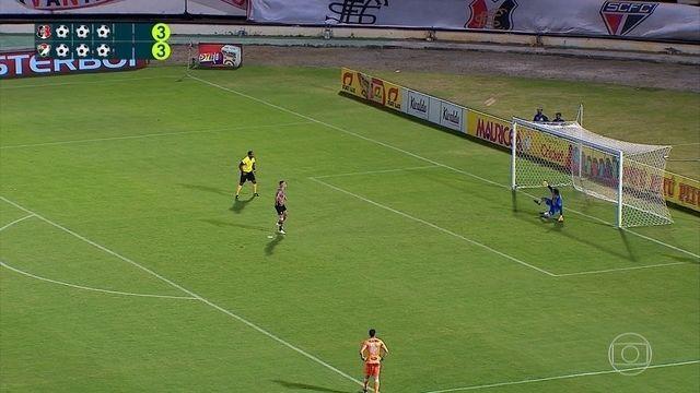 Victor Rangel bate muito mal penalidade