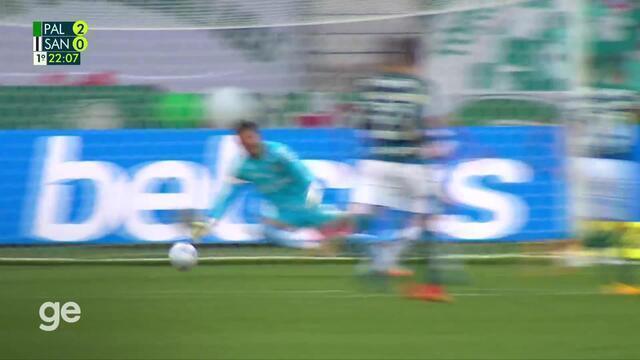 Aos 21 min do 1º tempo - gol de fora da área de Breno Lopes do Palmeiras contra o Santos