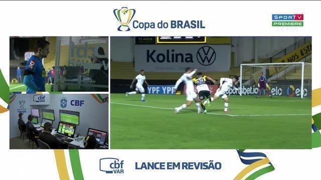 Aos 19 min do 2º tempo - pênalti marcado de Egídio, do Fluminense, em Dudu, do Criciúma, com auxílio do VAR