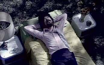 A maça foi uma das canções de sucesso de Raul Seixas - A maça foi uma das canções do álbum Novo Aeon, de Raul Seixas. A música foi composta pelo cantor, por Paulo Coelho e Marcelo Motta. Veja o clipe da canção.