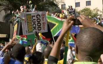 Seleção Sul-africana desfila nas ruas de Joanesburgo - A África do Sul parou nesta quarta-feira (09) e por uma razão muito especial. Mais do que incentivar sua Seleção, que desfilou nas ruas, os sul-africanos foram festejar a Copa.